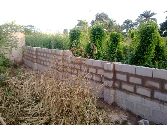 Please take possession of your land immediately you buy or within a reasonable time after you buy the land so as to ward off land speculators or Fraudsters prowling around to steal unguarded lands. Pics courtesy of Spyder880